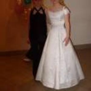 Продам свадебное платье белого цвета.